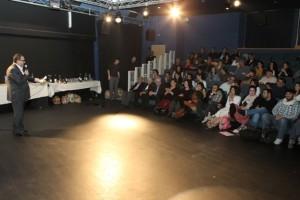 علاء حليحل وجمهور الأمسية- تصوير: ميشيل دوت كوم